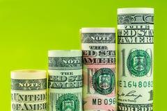 Поднимая шаги сделанные из кренов оценивать американской банкноты доллара 4 Стоковые Фотографии RF