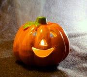 Поднимите символы домкратом фонарика o хеллоуина с свечой Стоковая Фотография