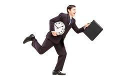 Полнометражный портрет бизнесмена с часами и bri Стоковое фото RF