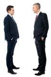 Полнометражный портрет 2 бизнесменов стоковые изображения