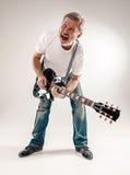 Полнометражный портрет гитариста Стоковая Фотография RF