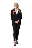 Полнометражный портрет женского политика нося красную розетку стоковые фотографии rf