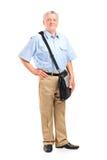 Полнометражный портрет зрелого почтальона Стоковое Изображение RF