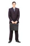 Полнометражный портрет молодого бизнесмена с pos портфеля Стоковая Фотография