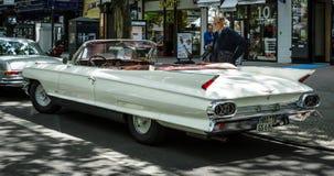 Полноразмерный роскошный автомобиль с откидным верхом Coupe серии 62 Кадиллака автомобиля, 1961 Стоковые Изображения