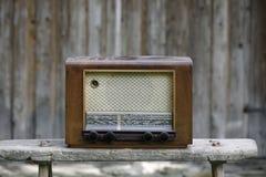 полностью изолированная белизна сбора винограда логосов извлекли радио, котор Стоковые Фотографии RF