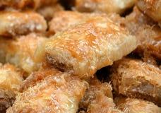 Поднос ближневосточной бахлавы Filo и печениь меда Стоковая Фотография