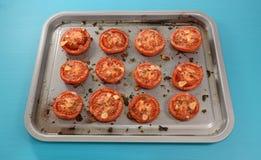 Поднос половин томата жаркого Стоковое Фото