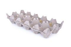 Поднос пустых яичек бумажный на белой предпосылке Стоковые Фотографии RF
