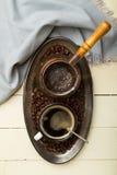 Поднос свеже сделанного кофе стоковые фотографии rf