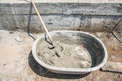 Поднос смешивания бетона и гипсолита Стоковое фото RF