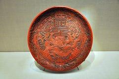 Поднос с украшением дракона и китайских характеров Стоковые Изображения