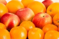 Поднос яблок апельсинов мандарина натюрморта плодоовощ Стоковые Фото