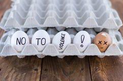 Поднос яичка картона с яичками цыпленка иллюстрация принципиальной схемы 3d представила social расправа Стоковая Фотография RF