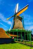 Полно - рабочая историческая голландская ветрянка в Zaanse Schans Стоковая Фотография RF