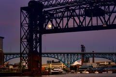 Полнолуние за мостом Стоковое Изображение RF