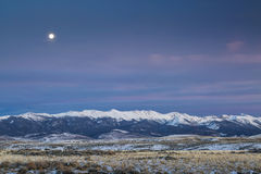 Полнолуние над горами Стоковые Изображения RF