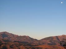 Полнолуние над горами стоковая фотография rf