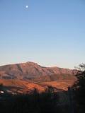 Полнолуние над горами стоковые фотографии rf