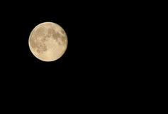 Полнолуние на ночном небе Стоковая Фотография