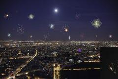 Полнолуние над Парижем с фейерверком стоковое изображение