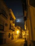 Полнолуние над улицей Alora стоковая фотография