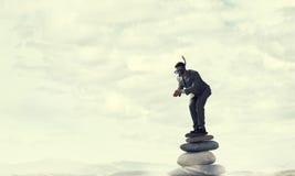 Подныривание бизнесмена от верхней части Мультимедиа Мультимедиа Стоковая Фотография