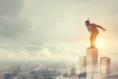 Подныривание бизнесмена от верхней части Мультимедиа Мультимедиа Стоковые Фотографии RF