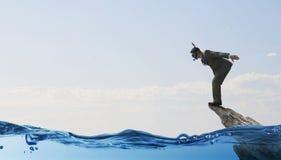 Подныривание бизнесмена от верхней части Мультимедиа иллюстрация штока