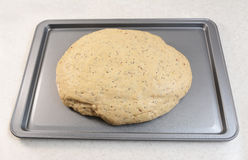Поднятое тесто хлеба на подносе выпечки Стоковое фото RF