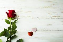 Подняла и silk предпосылка сердец Стоковые Изображения