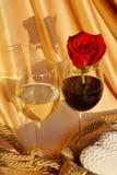 Подняли, вино и концепция влюбленности Стоковые Фото