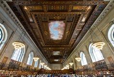 Подняли главным образом читальный зал и потолок в публичной библиотеке Нью-Йорка, NYC Стоковое фото RF