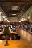 Подняли главным образом читальный зал и потолок в публичной библиотеке Нью-Йорка, NYC Стоковое Изображение RF