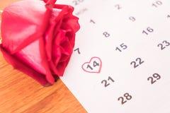 поднял на календарь с датой da валентинки 14-ое февраля Стоковые Фото