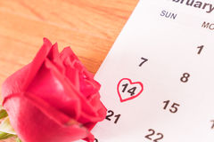 поднял на календарь с датой da валентинки 14-ое февраля Стоковое Изображение RF