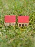 2 подобных дома в сельской местности Стоковые Изображения
