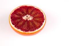Половина апельсина красной крови сицилийского изолированного на белизне Стоковые Изображения
