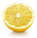 Половина желтых цитрусовых фруктов лимона изолированных на белизне Стоковое Изображение