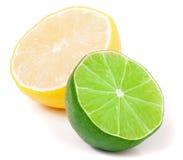 Половина известки и лимона изолированных на белой предпосылке Стоковые Фотографии RF