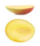 Половина изолированного плодоовощ манго Стоковые Изображения RF