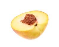 Половина изолированного плодоовощ персика Стоковое фото RF