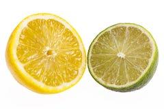 Половина лимона и известки изолированных на белой предпосылке Стоковые Изображения RF