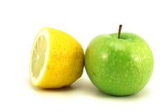 Половина лимона и яблока Стоковые Фото