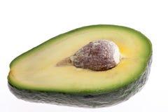 Половина отрезанного авокадоа изолированного на белой предпосылке Стоковое Изображение