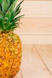 Половина свежего зрелого ананаса Стоковые Изображения RF
