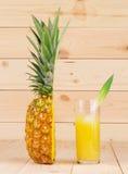 Половина свежего зрелого ананаса Стоковое фото RF