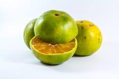 Половинное оранжевое и 2 апельсина Стоковое Изображение