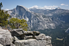 Половинные купол и долина Yosemite Стоковые Изображения RF