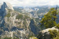 Половинный взгляд купола на Yosemite Стоковая Фотография